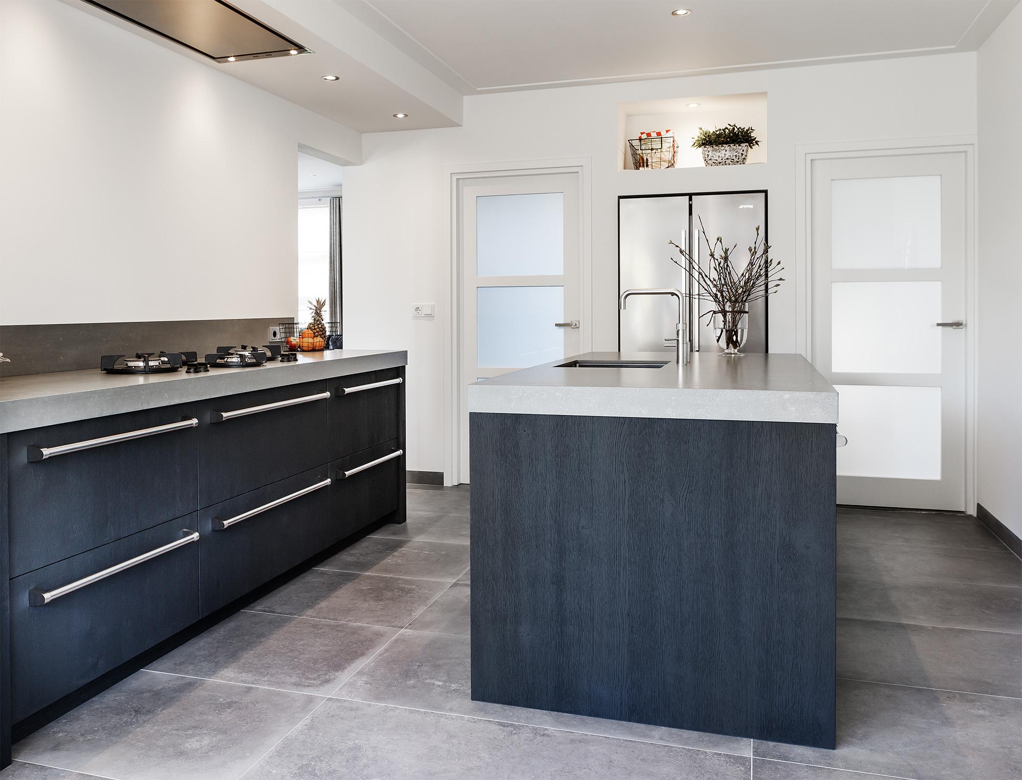 Stoere keuken met betonlook blad