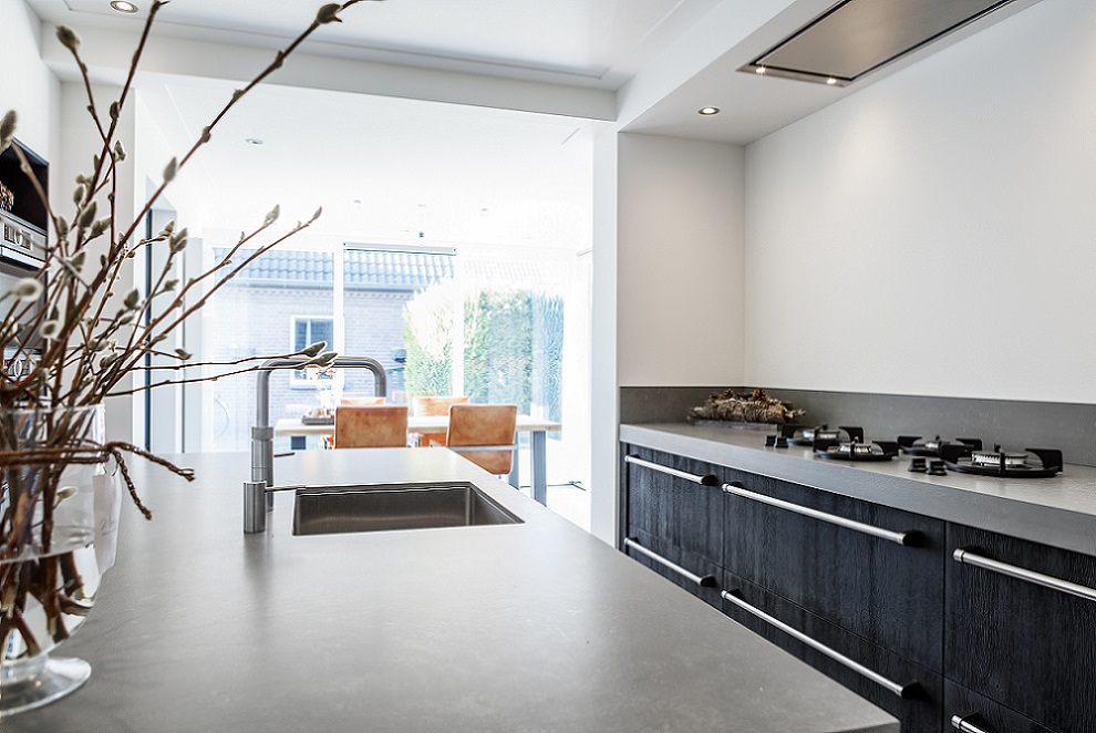 White Keuken Stoere : Stoere keuken met betonlook blad u royaal maatwerk keukens