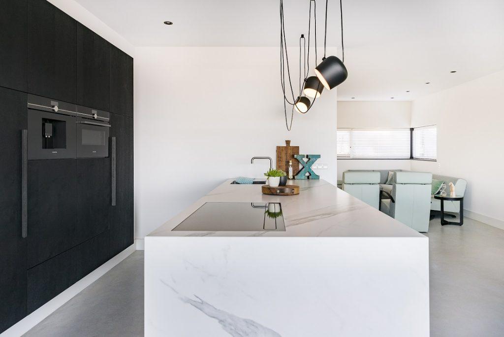 Zwart Wit Keuken : Zwart wit en marmer u royaal maatwerk keukens